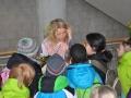 Regisseurin Ilka Franzmann spricht mit den Kindern der Schulklassen-Jury